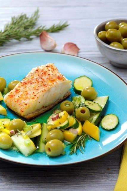 Pavé-de-cabillaud-en-croûte-de-pain-courgettes-marinées-au-romarin-et-olive-santecool.nets