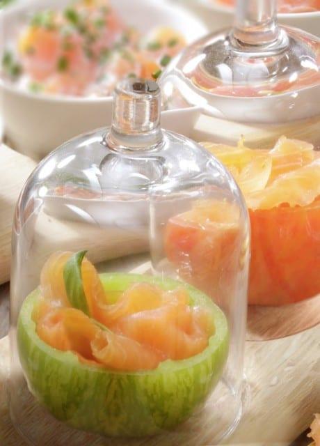 Saumon-fumé-dans-un-écrin-de-tomates-santecool