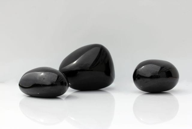 La-tourmaline-noire-une-parade-contre-les-mauvaises-ondes-santecool