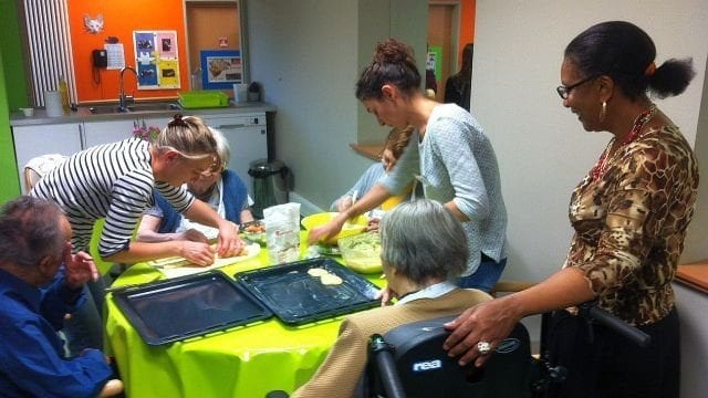 La-méthode-Montessori-appliquée-aux-malades-d-Alzheimer-santecool