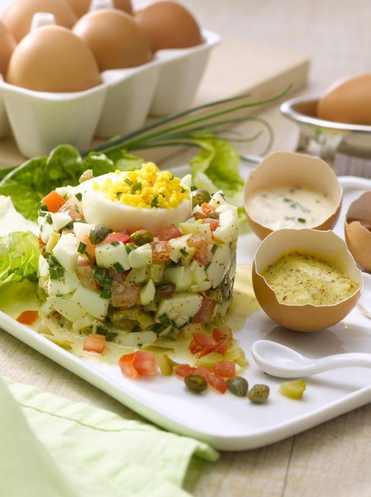 Tartare-d-œufs-durs-et-son-œuf-mimosa-santecool