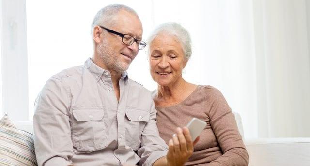 Isolement-des-personnes-âgées-la-technologie-resserre-les-liens-santecool