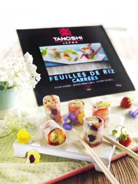 Makis-aux-fraises-thé-matcha-et-fleurs-de-pensée-santecool