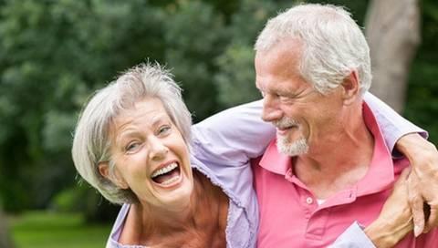 Vieillir est généralement considéré comme une dégradation progressive de l'organisme liée à l'accumulation de dégâts qui, avec le temps, altère les fonctions de tous les organes. En dehors de rares cas de maladies mono géniques comme la progéria, le vieillissement humain est lié à d'innombrables gènes (polygéniques), permettant d'atteindre des âges très élevés, comme Madame Jeanne Calment décédée à 122 ans.Explications.