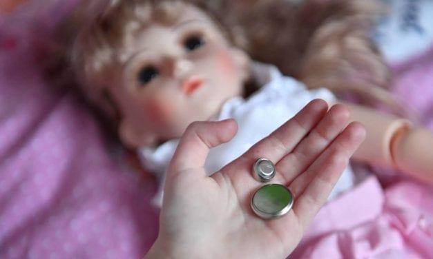 Piles boutons et jeunes enfants : des conséquences graves en cas d'ingestion