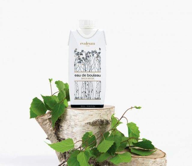 Healthy et trendy, l'eau de bouleau d'Evoleum est la tendance ultime. Le chic nordique infuse cette eau 100% naturelle et biologique, venue de Finlande. À base de sève de bouleau fraîche, cet élixir végétal est la boisson beauté par excellence. Pour un effet détox immédiat ou simplement pour le plaisir, l'eau de bouleau d'Evoleum est déjà incontournable, de jour comme de nuit.