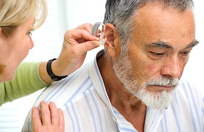 Porter un appareil auditif réduit les risques d'Alzheimer