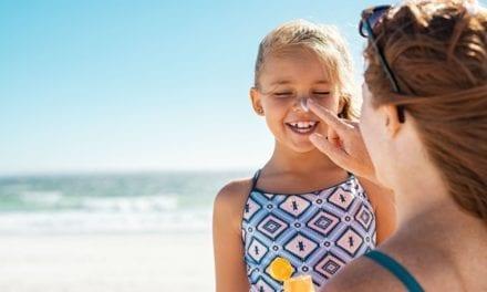 Des crèmes solaires dangereuses pour la santé de nos enfants