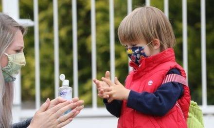 Attention aux projections de solutions hydroalcooliques dans les yeux des enfants