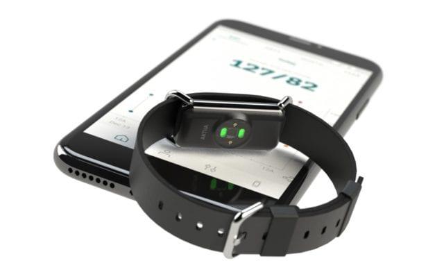 1er bracelet connecté de surveillance de sa tension