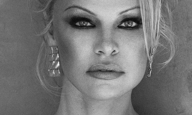 Pamela Anderson rejoint la lutte pour la protection des eaux de l'Antarctique