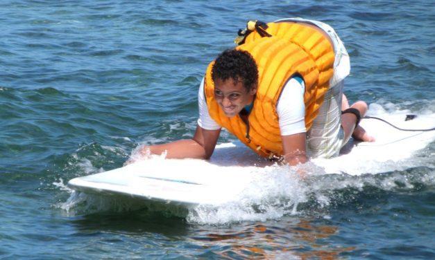 Du surf pour les personnes en situation de handicap